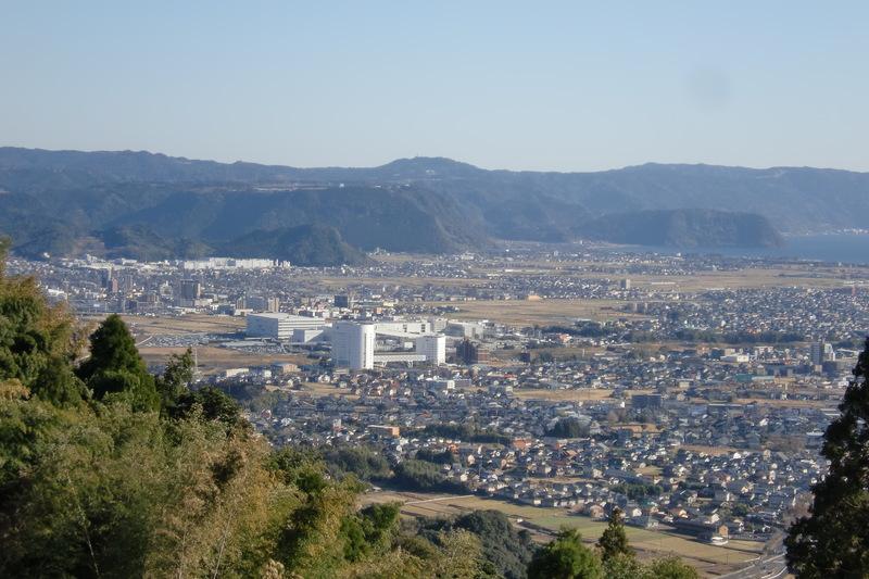 東側霧島市街地を望む